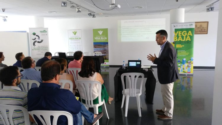 Dolores hosts a day to improve the selective collection and containers of light packaging in the Vega Baja