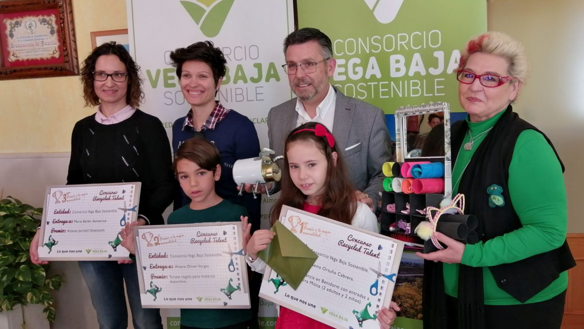 Vega Baja Sostenible delivers the prizes of the first children's recycling contest 'Recycled Talent'