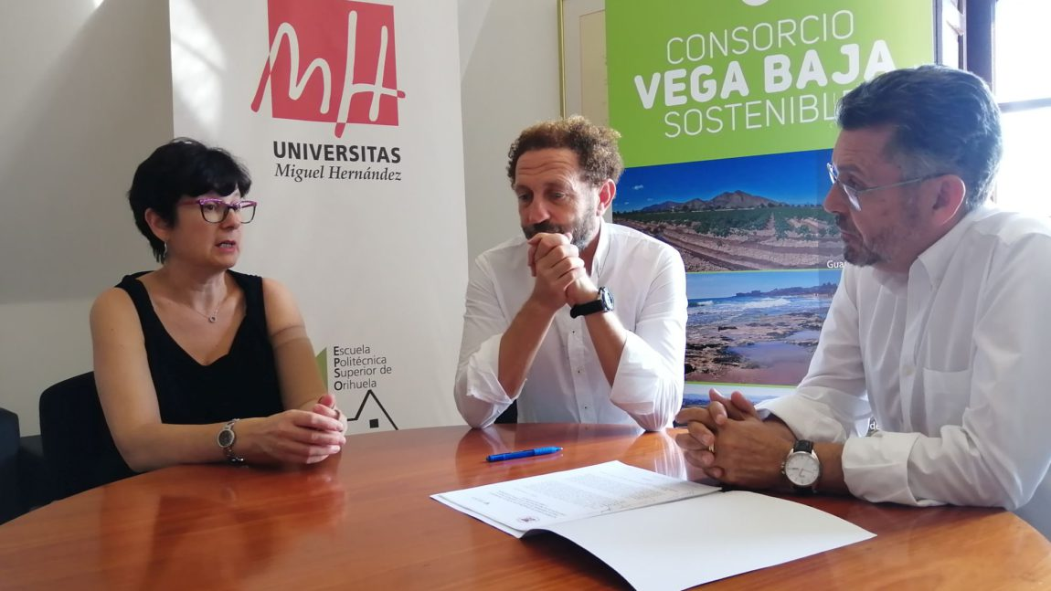 The Vega Baja Sostenible Consortium awards the scholarship to pursue the UMH waste management master's degree