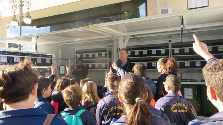 An environmental educator teaches schoolchildren what waste can be recycled in the Consortium's mobile eco-park